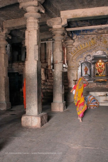 dentro il Virupaksha Temple