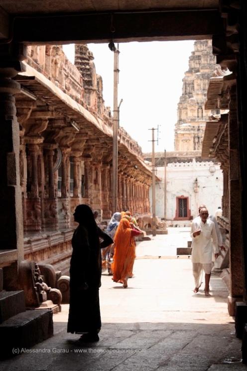 dentro il Virupaksha Temple