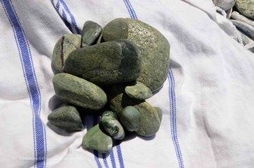 Striature verde smeraldo sulle pietre di Folegandros