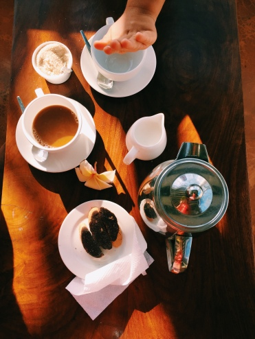 caffè in terrazza e manina, Peponi Hotel